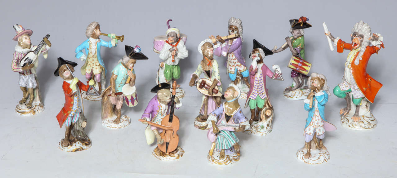 Rococo Early Meissen Porcelain, Singerie Style Monkey Musician Figurine For Sale