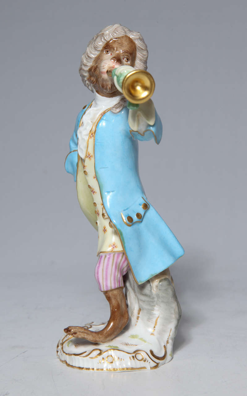 Early Meissen Porcelain, Singerie Style Monkey Musician Figurine In Excellent Condition For Sale In New York, NY
