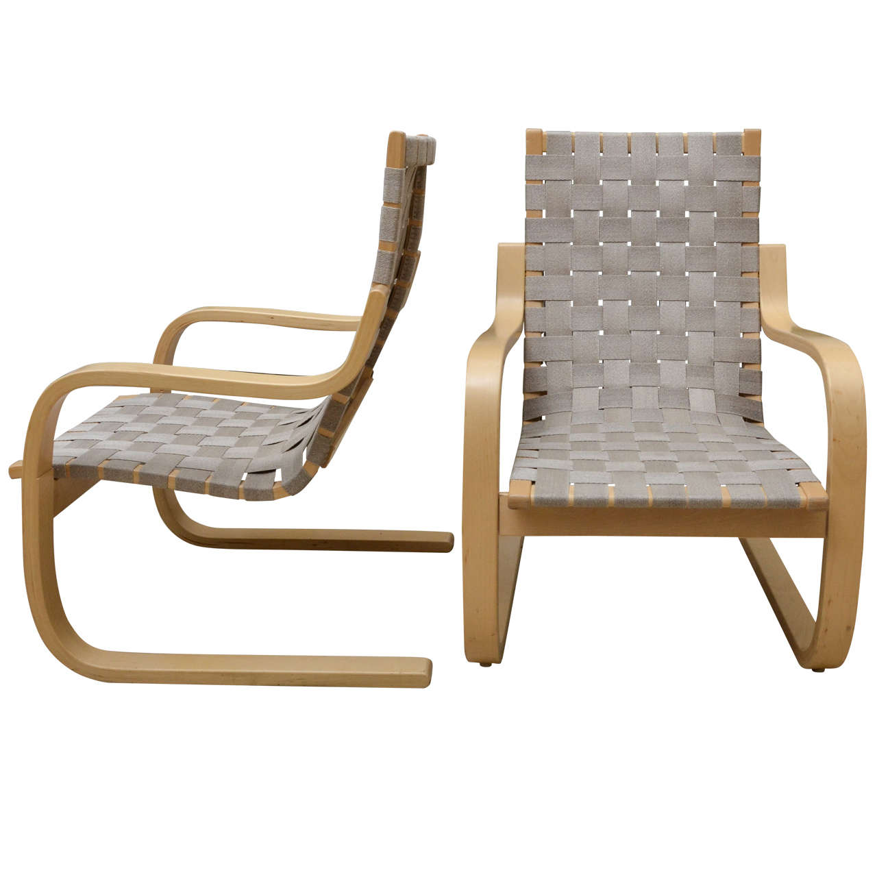 Pair of alvar aalto birch lounge chairs at 1stdibs for Alvar aalto chaise