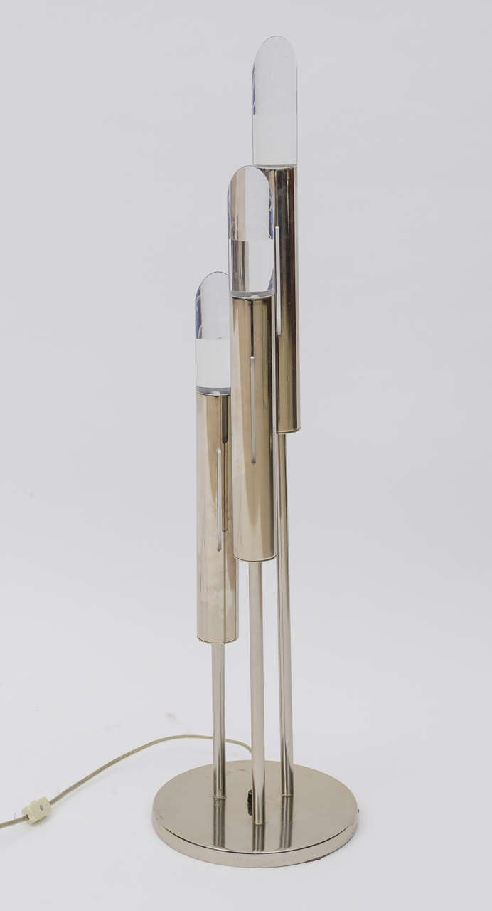Pair of Italian Modern Polished Chrome and Lucite Table Lamps In Excellent Condition For Sale In Miami, FL