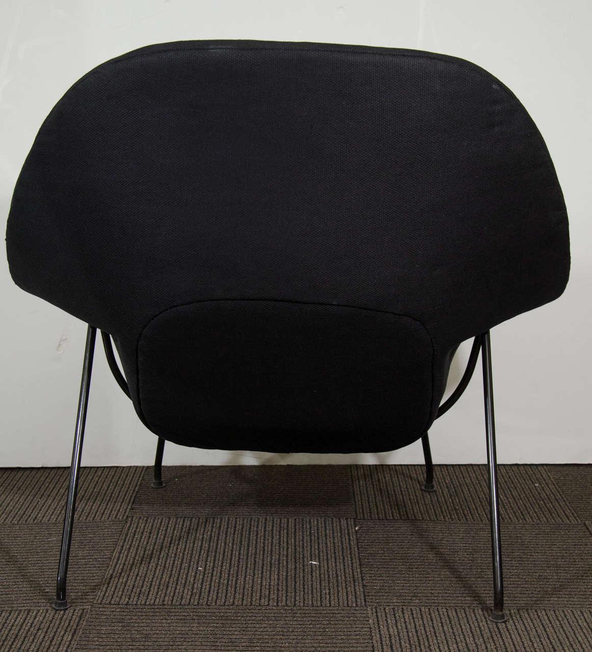 this midcentury womb chair and ottoman by eero saarinen for knoll is