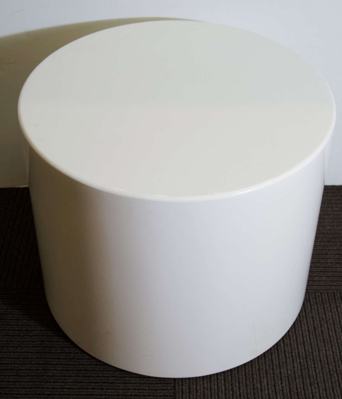 Incroyable A Vintage Pair Of Cylindrical Drum End Or Side Tables Made Of White  Lacquered Wood.
