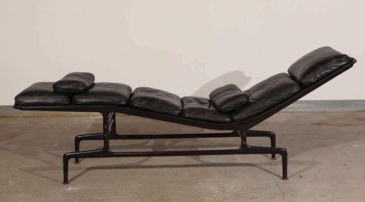 es 106 eames chaise lounge at 1stdibs. Black Bedroom Furniture Sets. Home Design Ideas