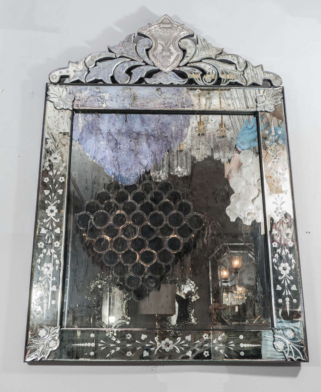 Elegant Venetian Style Mirror For Sale at 1stdibs