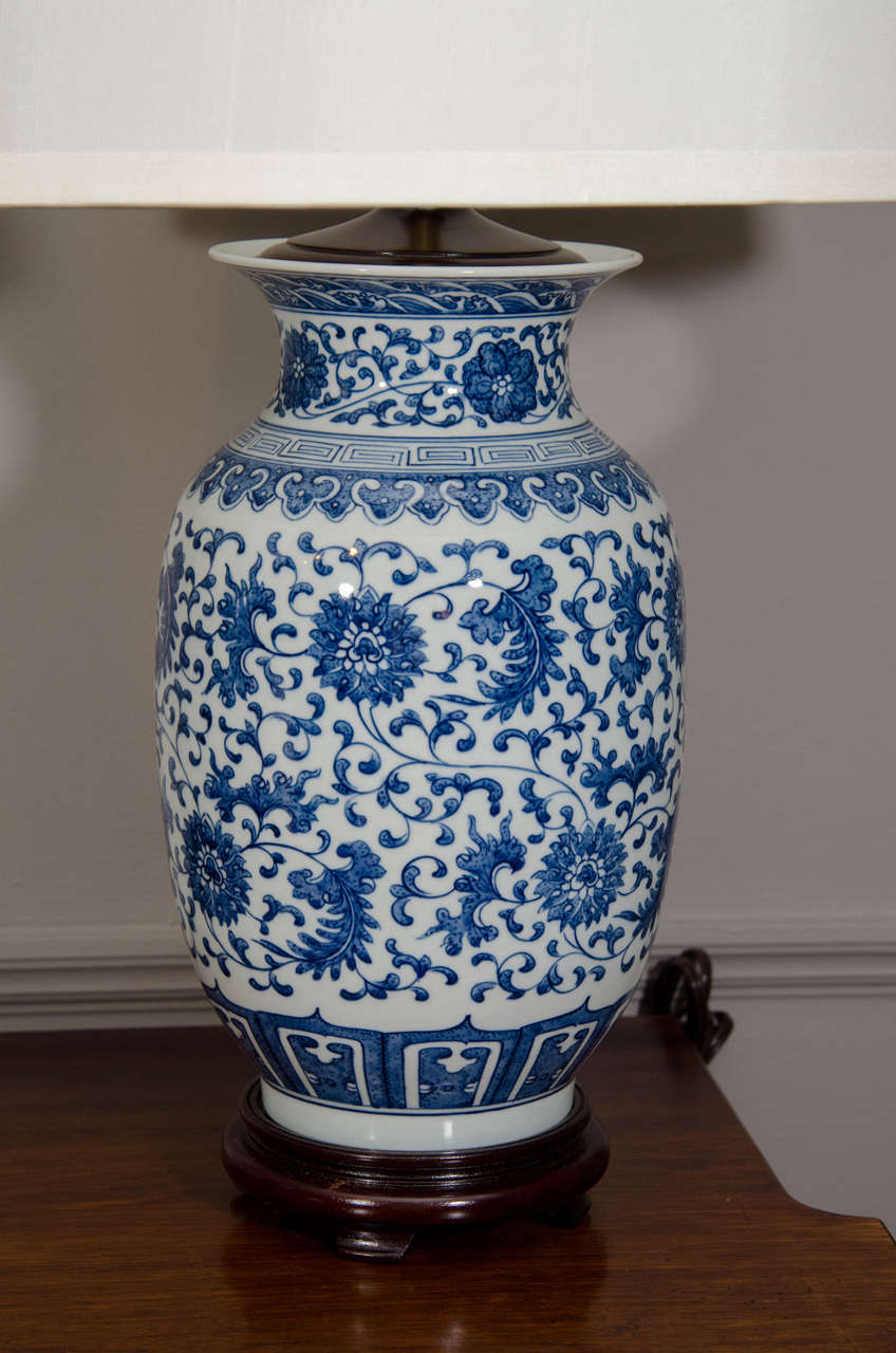 Regency Pair Of Blue And White Porcelain Chinese Ginger Jar Lamps For Sale