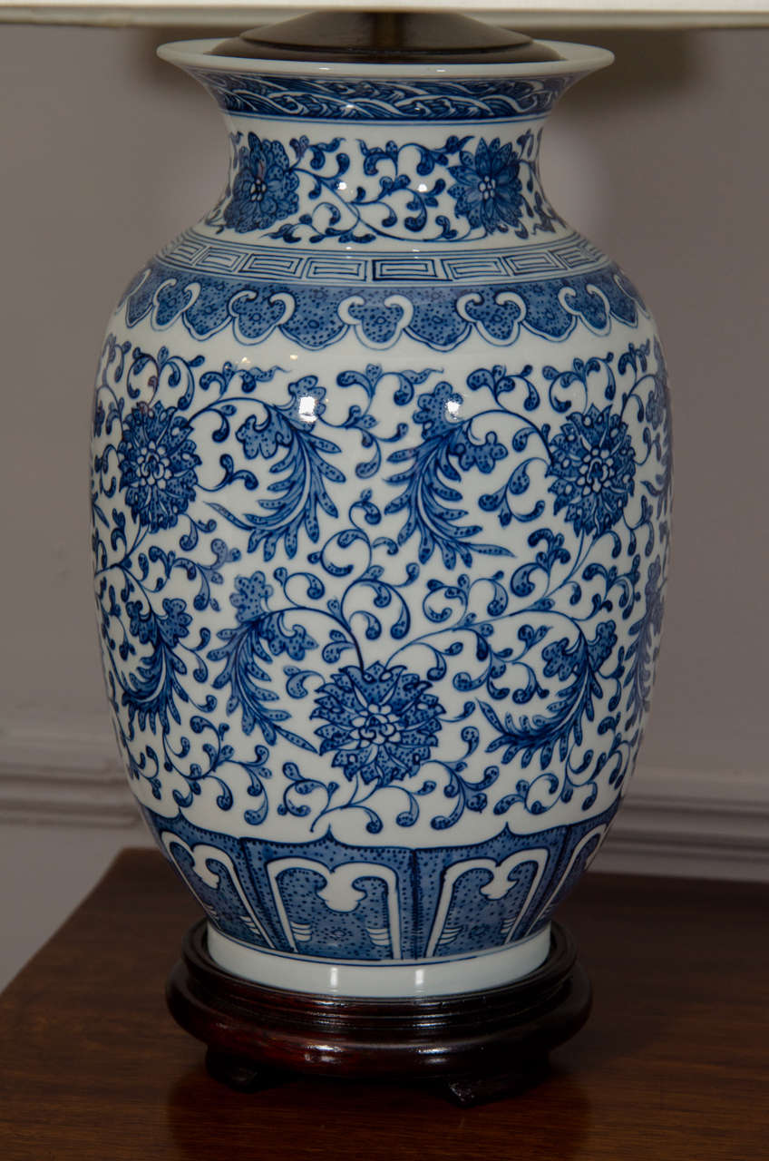 Pair Of Blue And White Porcelain Chinese Ginger Jar Lamps In Excellent Condition For Sale In New York, NY