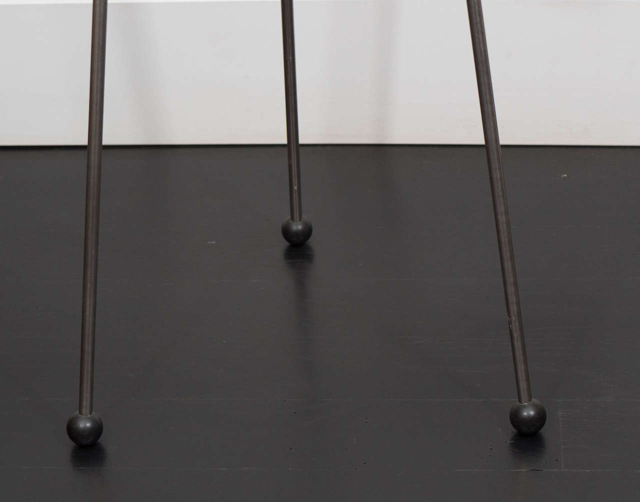 Pair of Mahogany Tripod Tables In Good Condition For Sale In New York, NY
