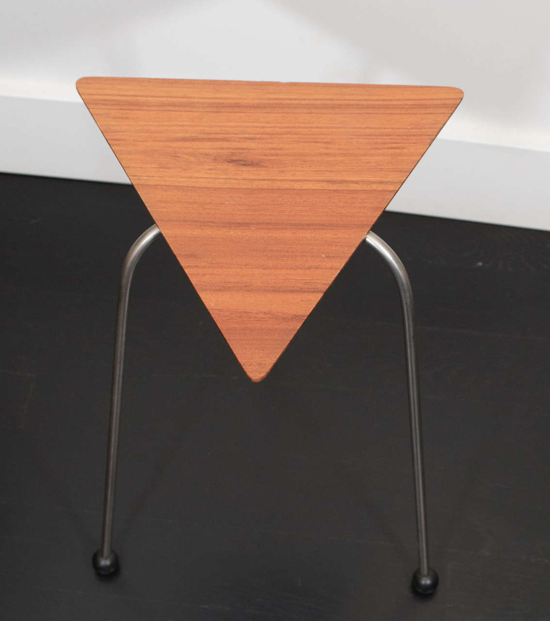 20th Century Pair of Mahogany Tripod Tables For Sale
