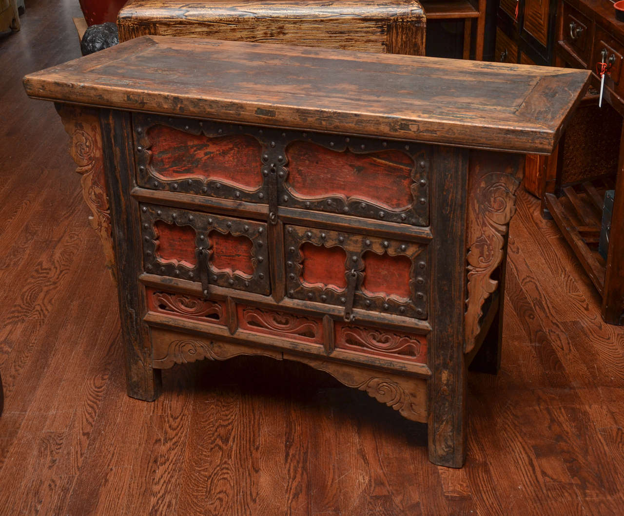 Q'ing Dynasty Shanxi Three-Drawer Lacquered Altar Coffer with Iron Trim 2