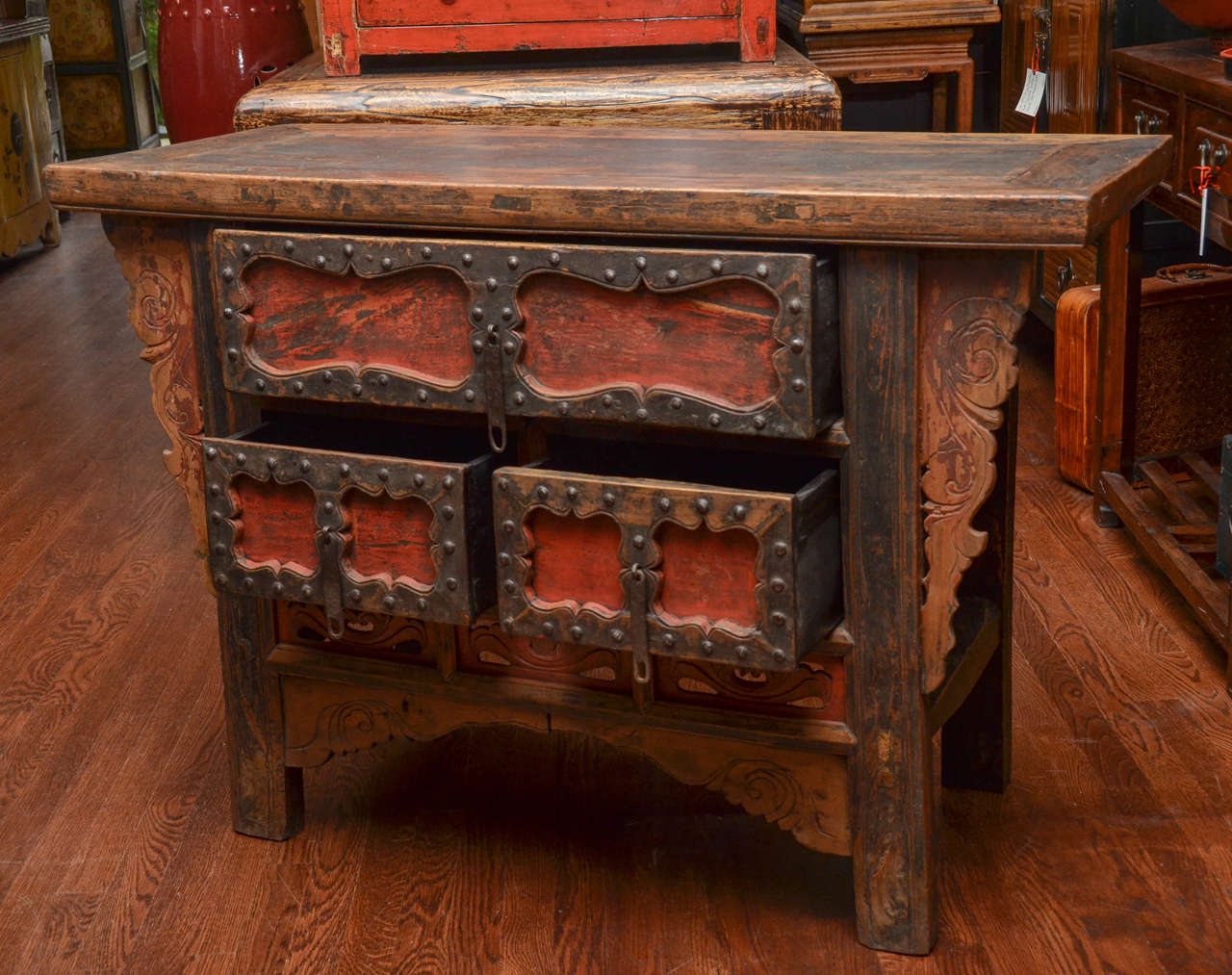 Q'ing Dynasty Shanxi Three-Drawer Lacquered Altar Coffer with Iron Trim 3
