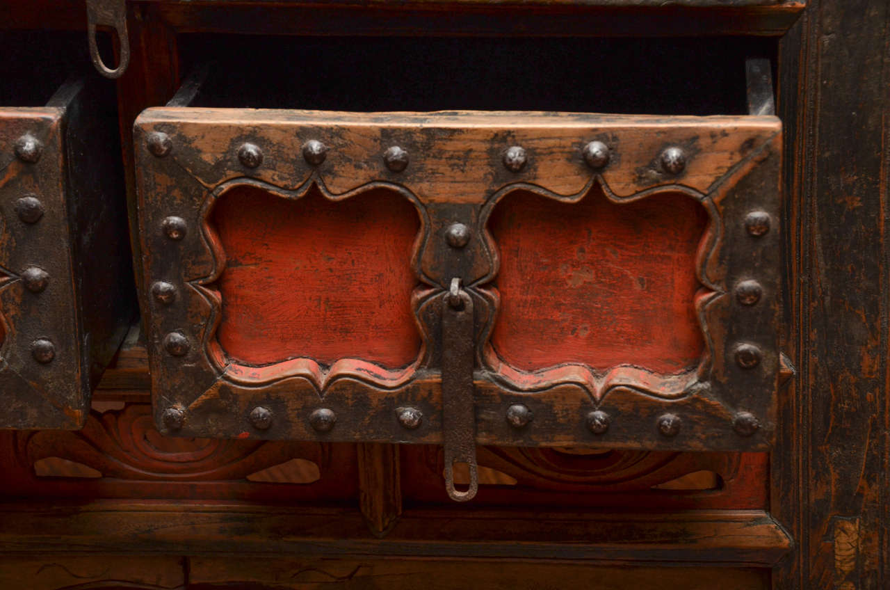 Q'ing Dynasty Shanxi Three-Drawer Lacquered Altar Coffer with Iron Trim 5