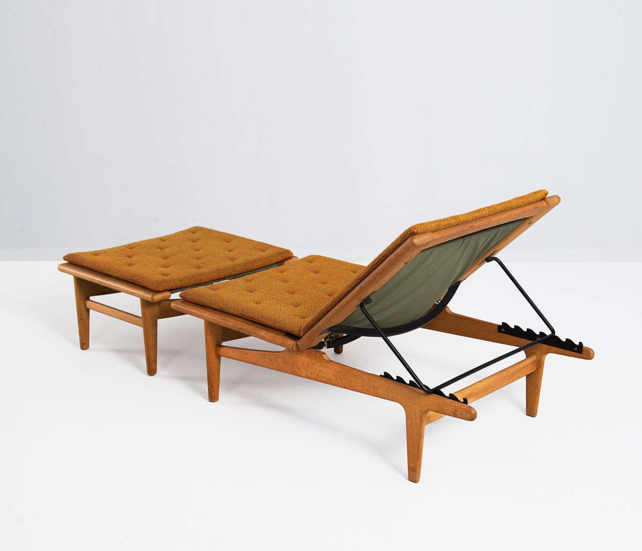 solid oak hans j wegner chaise longue for getama at 1stdibs. Black Bedroom Furniture Sets. Home Design Ideas