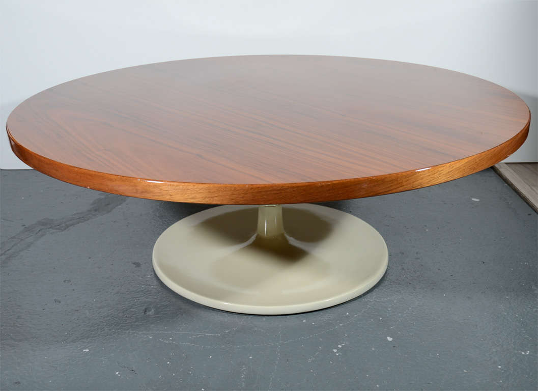 Walnut Tulip Cocktail Table In The Manner Of Eero Saarinen At 1stdibs