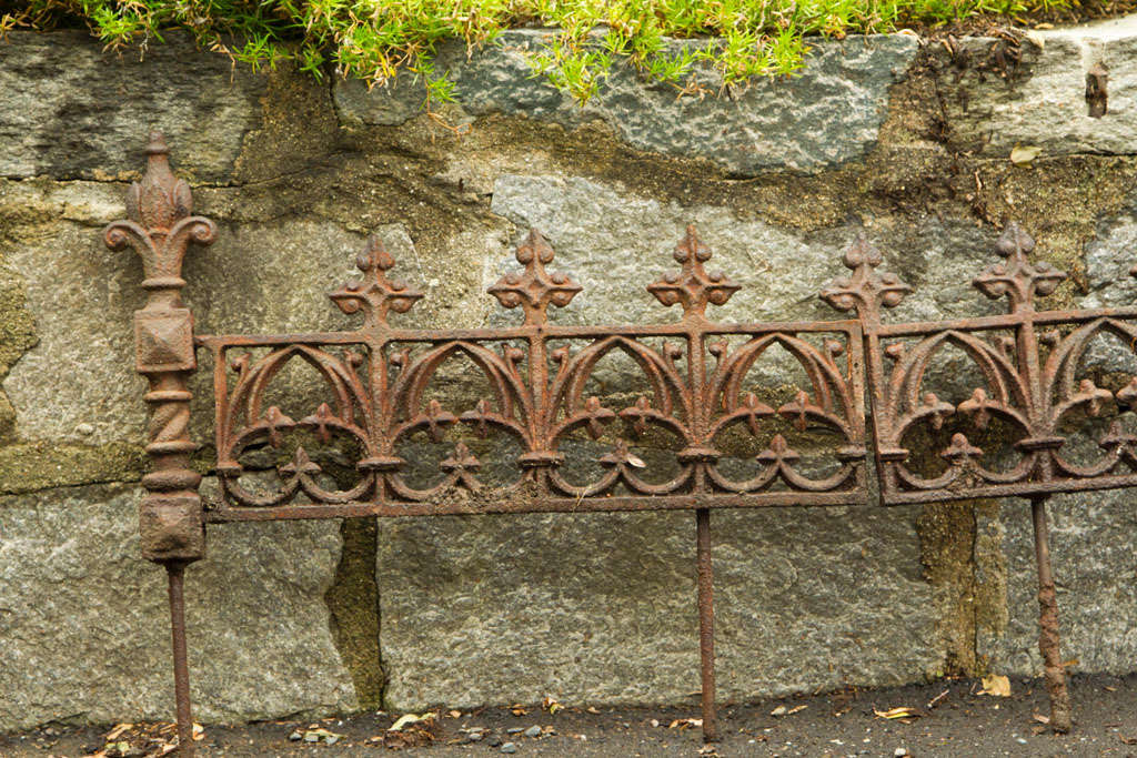 Exceptionnel 19th C Cast Iron Garden Edging For Sale 4