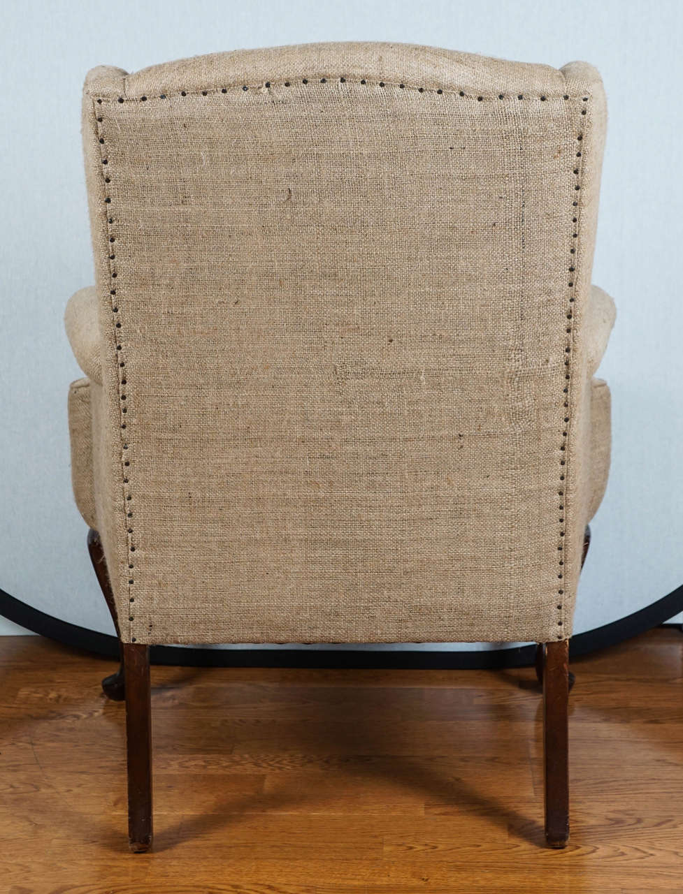Incroyable Burlap Wingback Chair In Excellent Condition For Sale In Hudson, NY