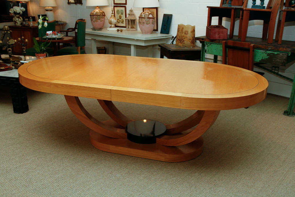 Oval Dining Table at 1stdibs : b from www.1stdibs.com size 1024 x 683 jpeg 92kB