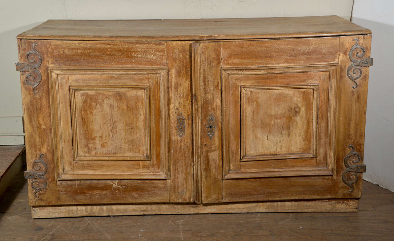 18th c painted italian linen chest at 1stdibs for Housse causeuse linen chest