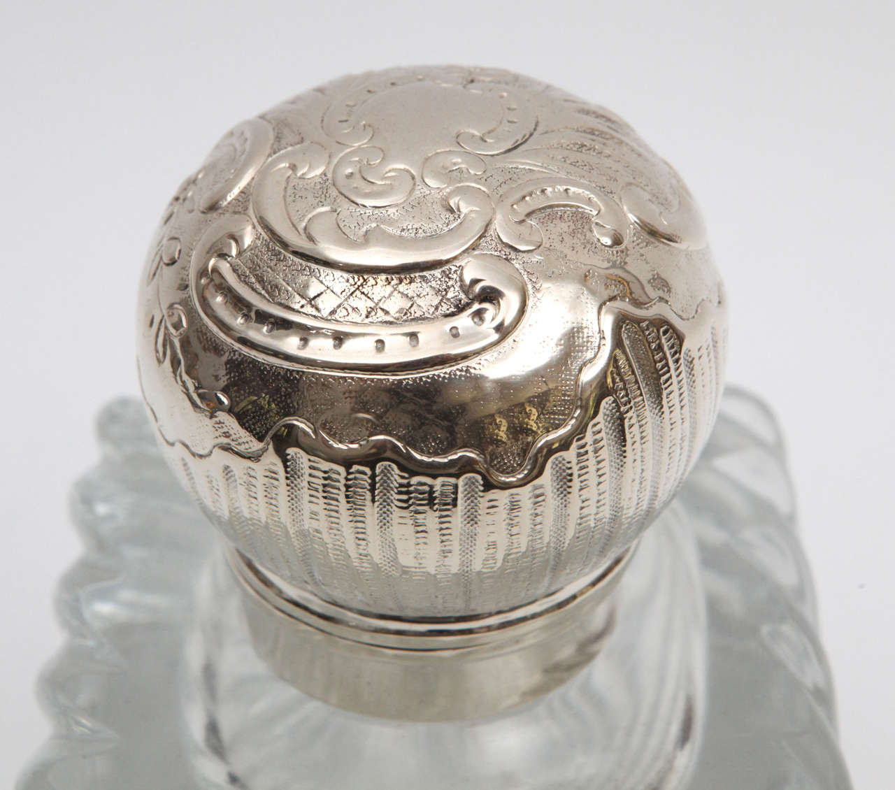 1900s English Crystal and Silver Plated Sheffield Inkwell on Tray For Sale 3