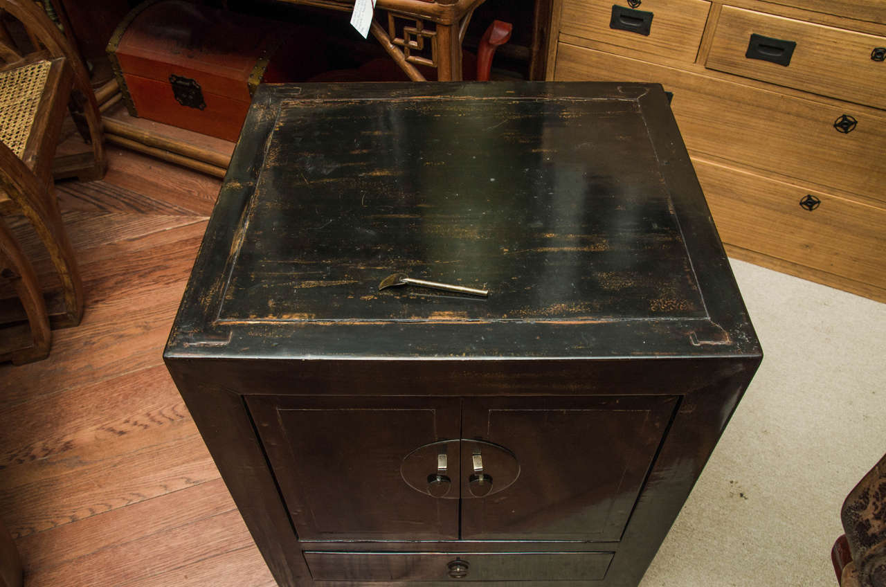 Elm Turn of the Century Qing Dynasty Black Lacquered Beijing Bedside Chest For Sale