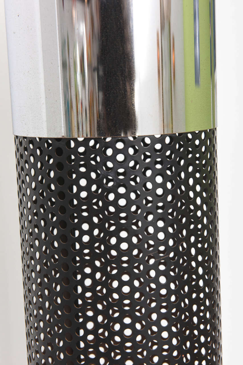 Retro Tubular Chrome and Black Floor Lamp In Good Condition For Sale In West Palm Beach, FL