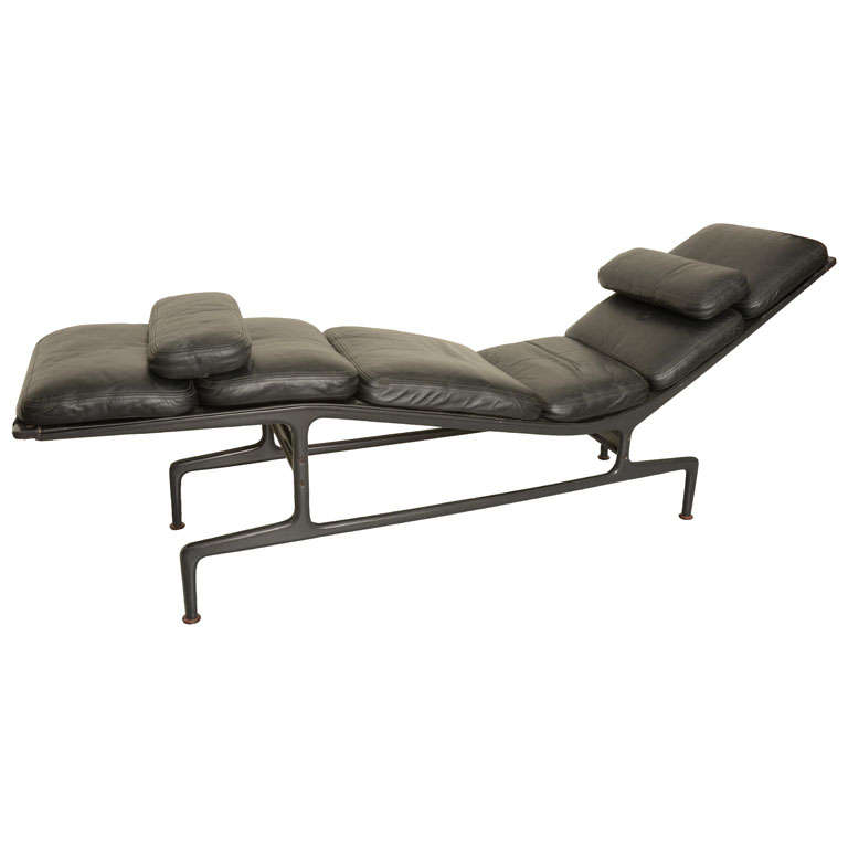 Billy wilder chaise lounge by ray charles eames at 1stdibs for Chaise longue charles eames