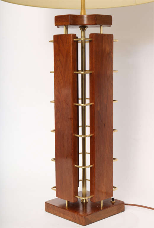 1950s Architectural Wood and Brass Table Lamp In Good Condition For Sale In New York, NY