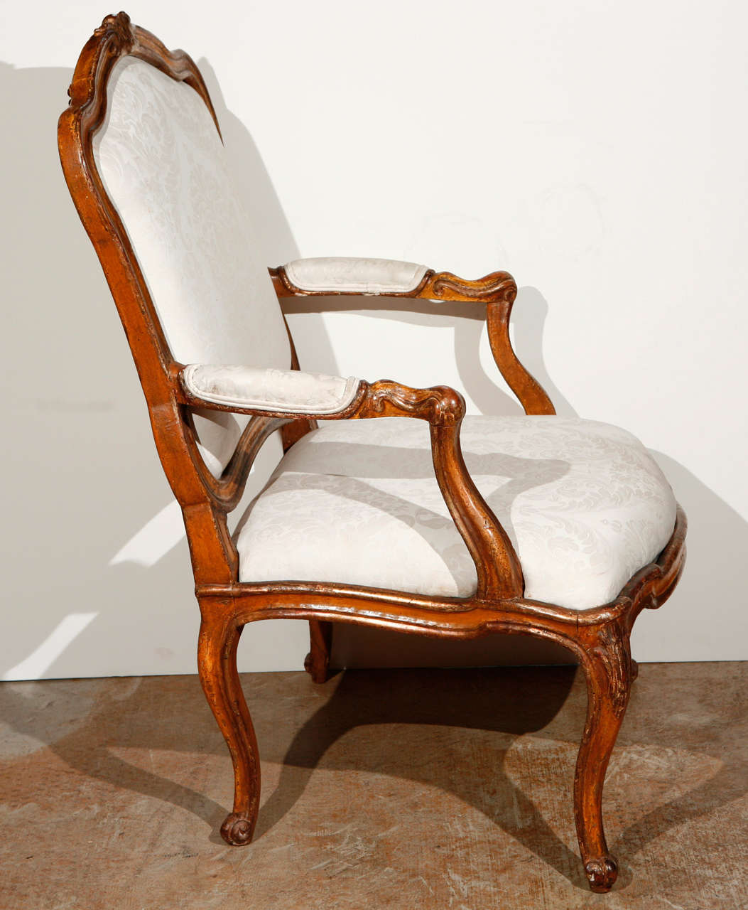 rococo chair styles The rococo series (ロココシリーズ rokoko shirīzu) is a series of furniture in new leaf the items of furniture are themed after the rococo period of european art, with dark wooden legs and features, and gray patterned fabrics.