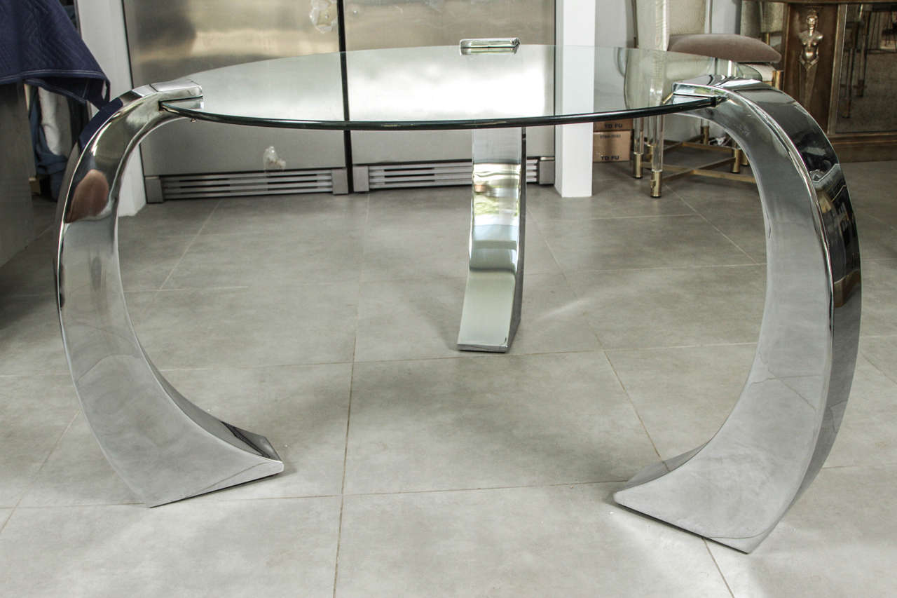 Circular Center Table of Glass with a Base of Three  : DANM7783 from www.1stdibs.com size 1280 x 853 jpeg 81kB
