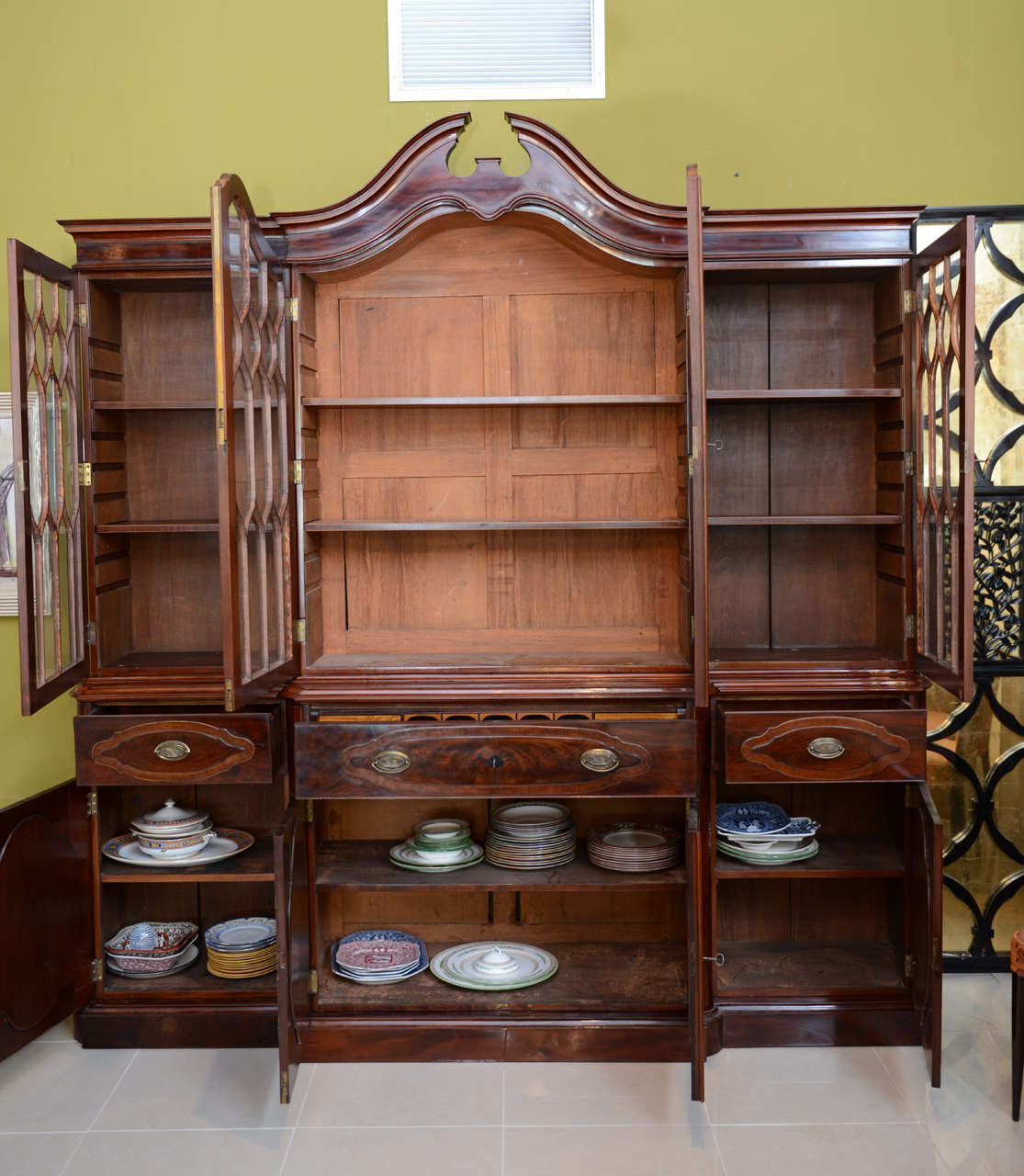 Fine Baltic Neoclassic Mahogany Breakfront, Late 18th Century In Excellent Condition For Sale In Hollywood, FL