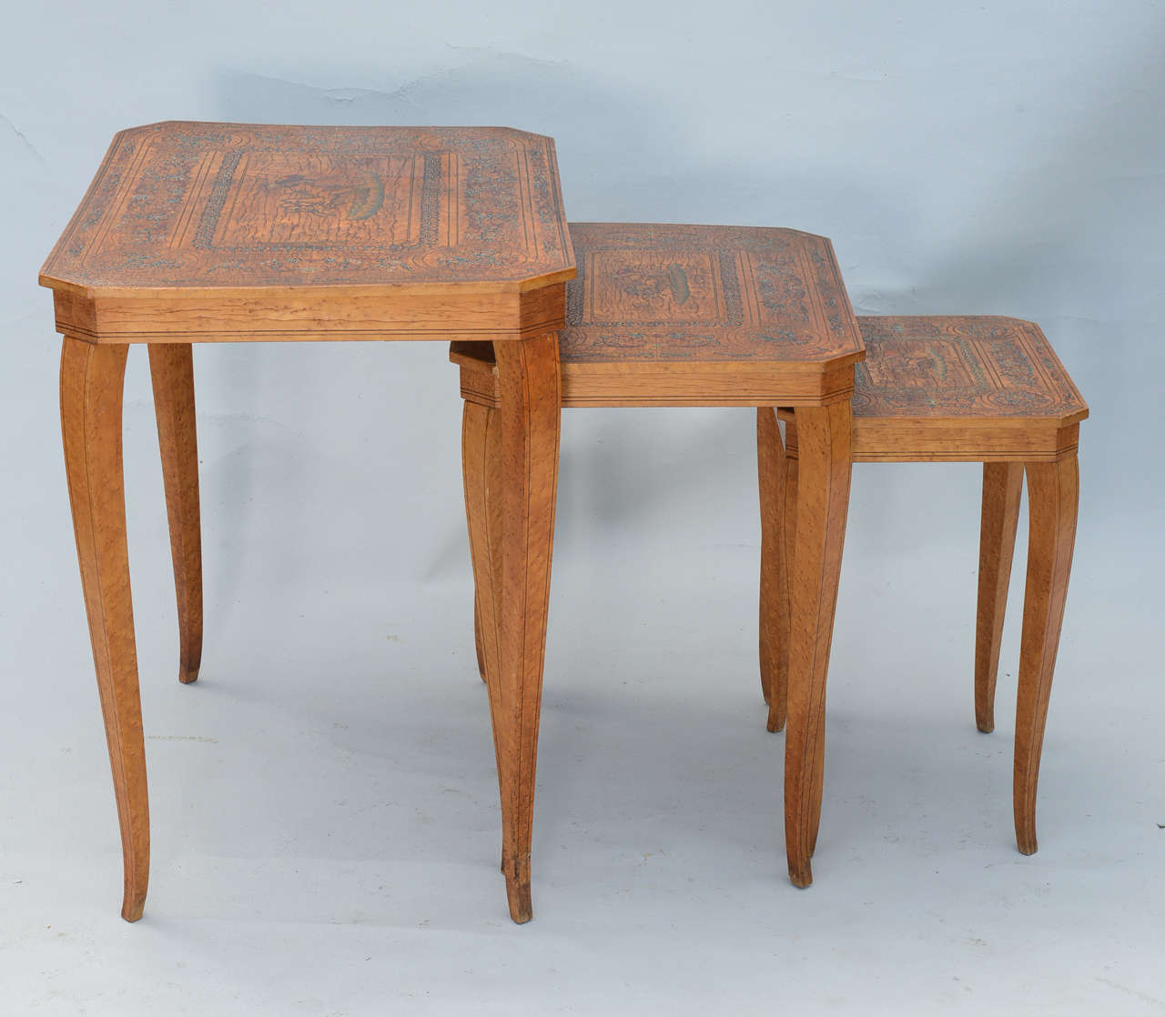 Set of Three Neoclassical Nesting Tables In Excellent Condition For Sale In West Palm Beach, FL
