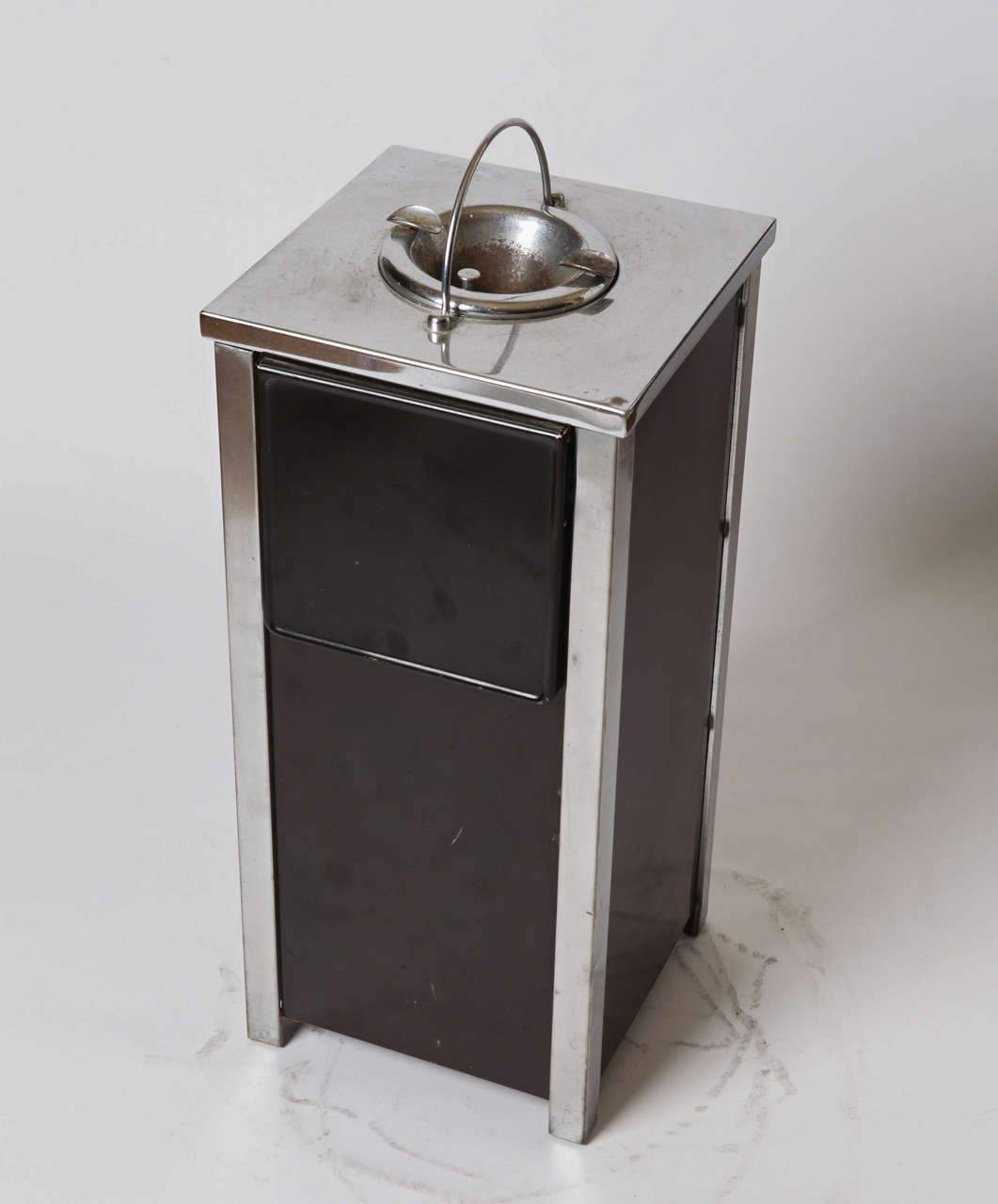 Machine Age Art Deco Smokestand Cocktail Cabinet smoke stand bar  Industrial design classic smoker with collapsible shelves and inside storage. Enameled and chromed steel. Ash cup has substantial surface wear, otherwise good condition. Operating