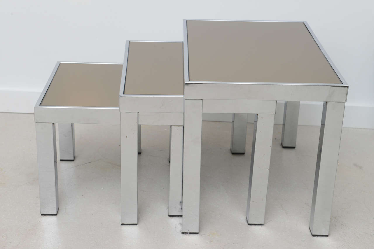 Vintage Trio of Nesting Tables 5