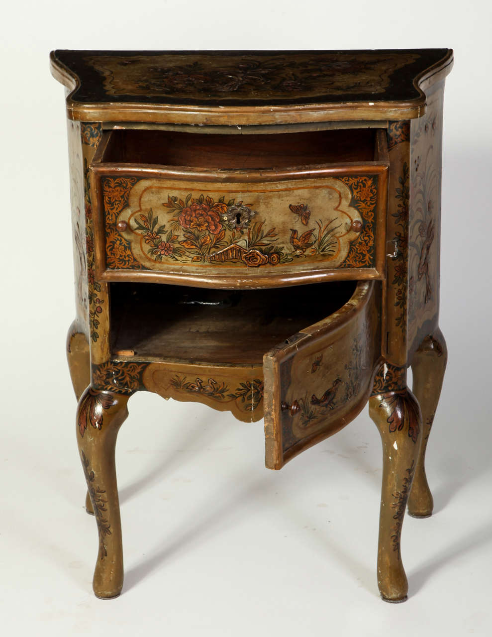 Baroque Pair of Small Italian Lacquered Commodes 19' century For Sale