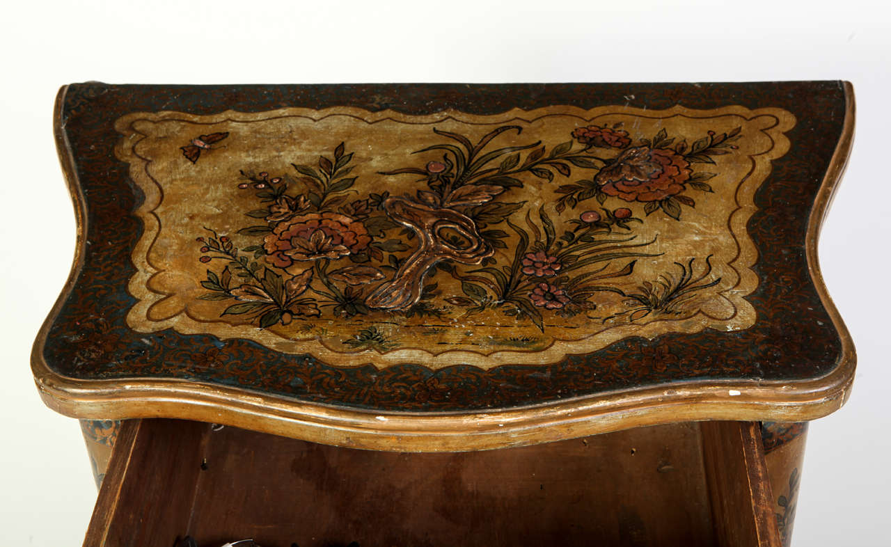 Pair of Small Italian Lacquered Commodes 5
