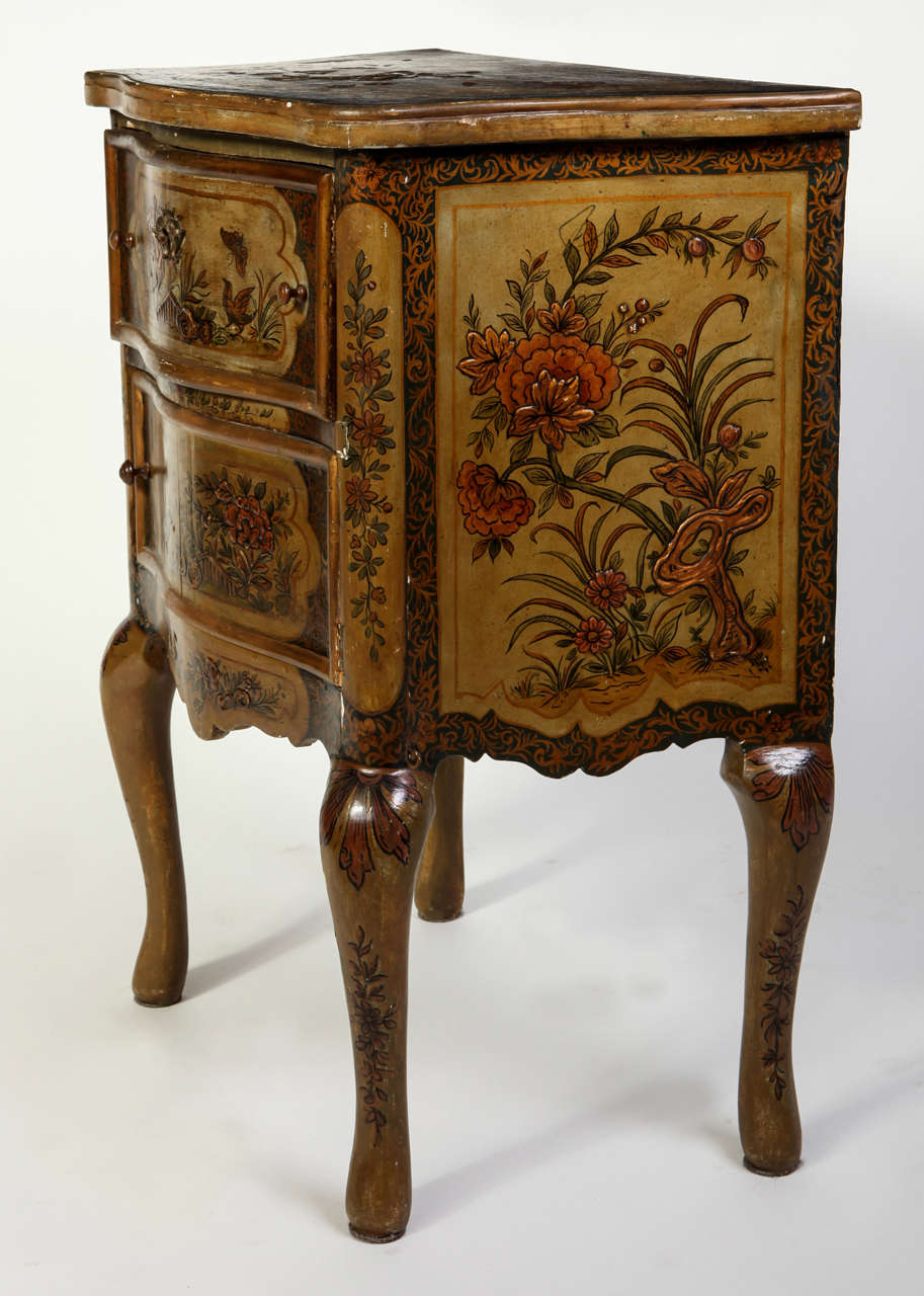 Pair of Small Italian Lacquered Commodes 19' century For Sale 1
