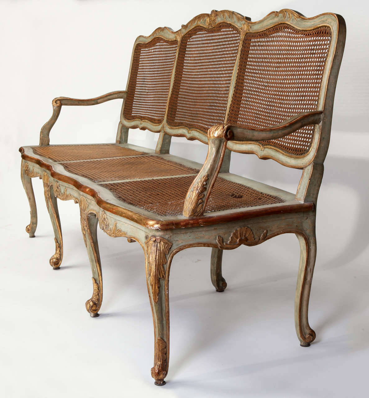 Fine Italian 18th Century Parcel-Gilt and Painted Canape In Good Condition For Sale In Rome, IT