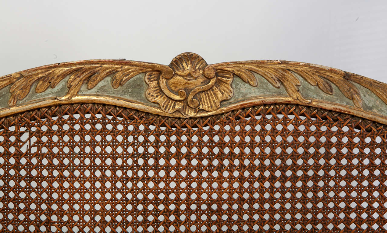 Fine Italian 18th Century Parcel-Gilt and Painted Canape For Sale 1