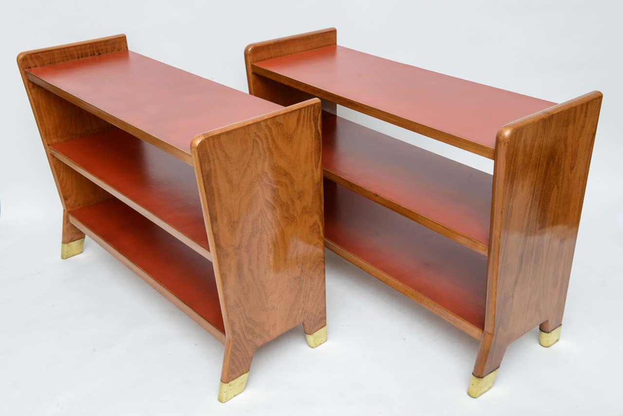 Mid-Century Modern Fine Gio Ponti Fruitwood and Leather Dwarf Bookcase For Sale