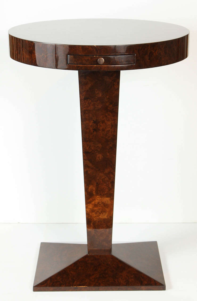 Perfectly scaled and gorgeous in form, this burled walnut side table makes a statement wherever it is. The burled walnut veneer give this table a rich and stylish elegance that fits perfectly in contemporary design as well as transitional. The top