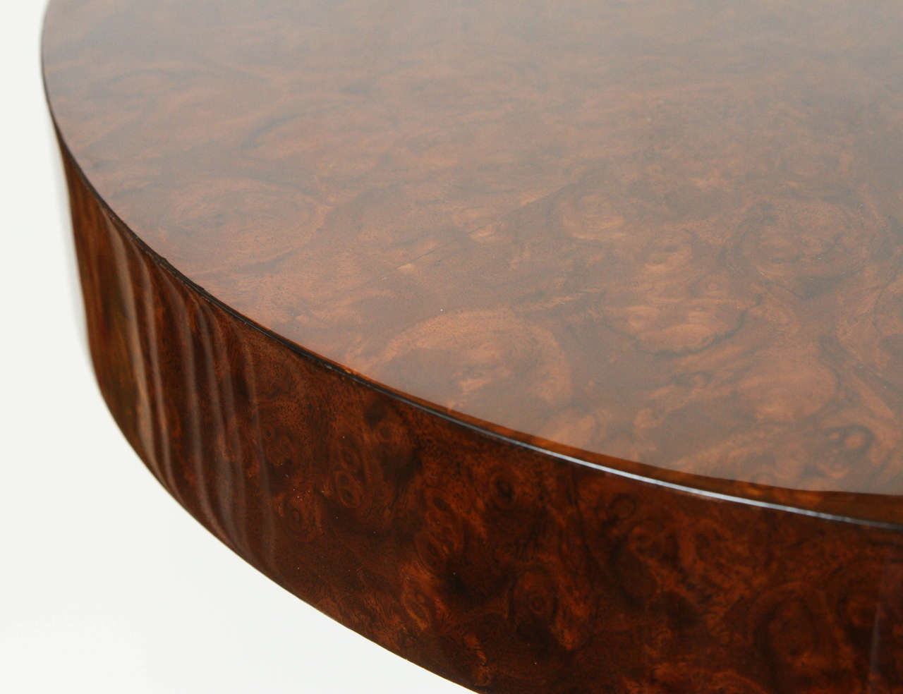 French Burled Walnut Side Table In Excellent Condition For Sale In Los Angeles, CA