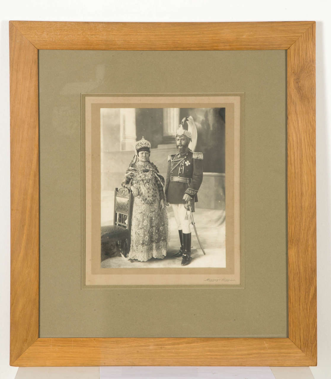 Photography of Maharaja Bhim Shamsher Jang Bahadur Rana (1865-1932) and his wife. Portrait of the couple in the 1910-1920 years. Vintage print, beautiful platinum print. Pencil signature Herzog & Higgins in the lower right of the mounting below