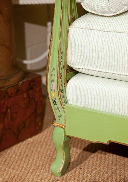 Painted Italian Style Daybed In Excellent Condition For Sale In Stamford, CT