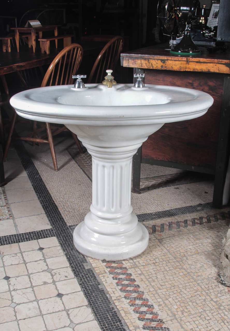 Merveilleux Victorian Earthenware Pedestal Sink With Extra Wide Sides. Fluted Base.  Salvaged From An Old