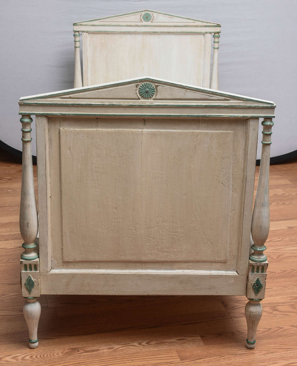 19th Century Gustavian Painted Daybed 5