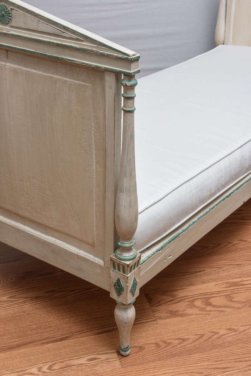 19th Century Gustavian Painted Daybed 9