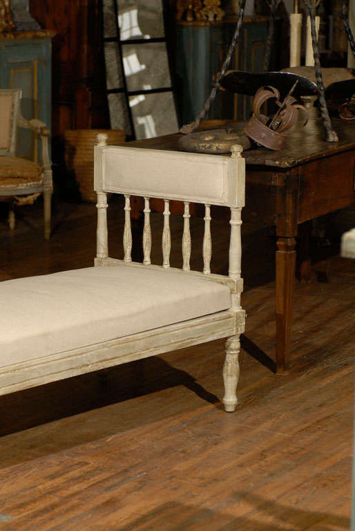 Mid-19th Century Swedish Gustavian Style Daybed In Good Condition In Atlanta, GA
