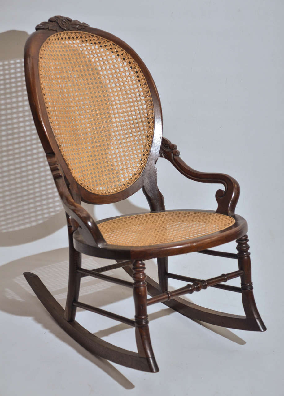 victorian walnut lady s rocking chair for sale at 1stdibs. Black Bedroom Furniture Sets. Home Design Ideas