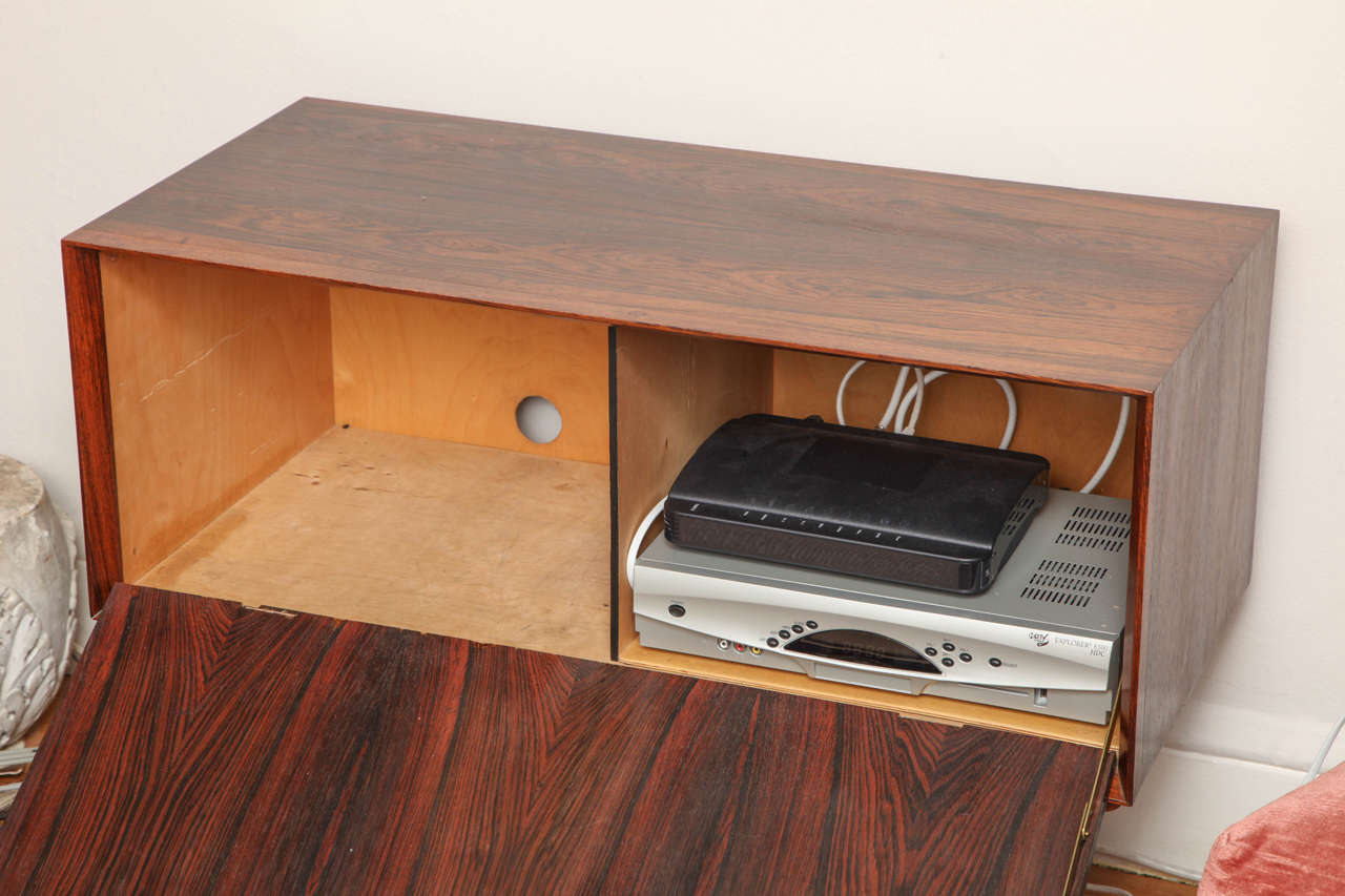 Mid-Century Modern Italian Mid Century Wood Bar / Media Cabinet For Sale