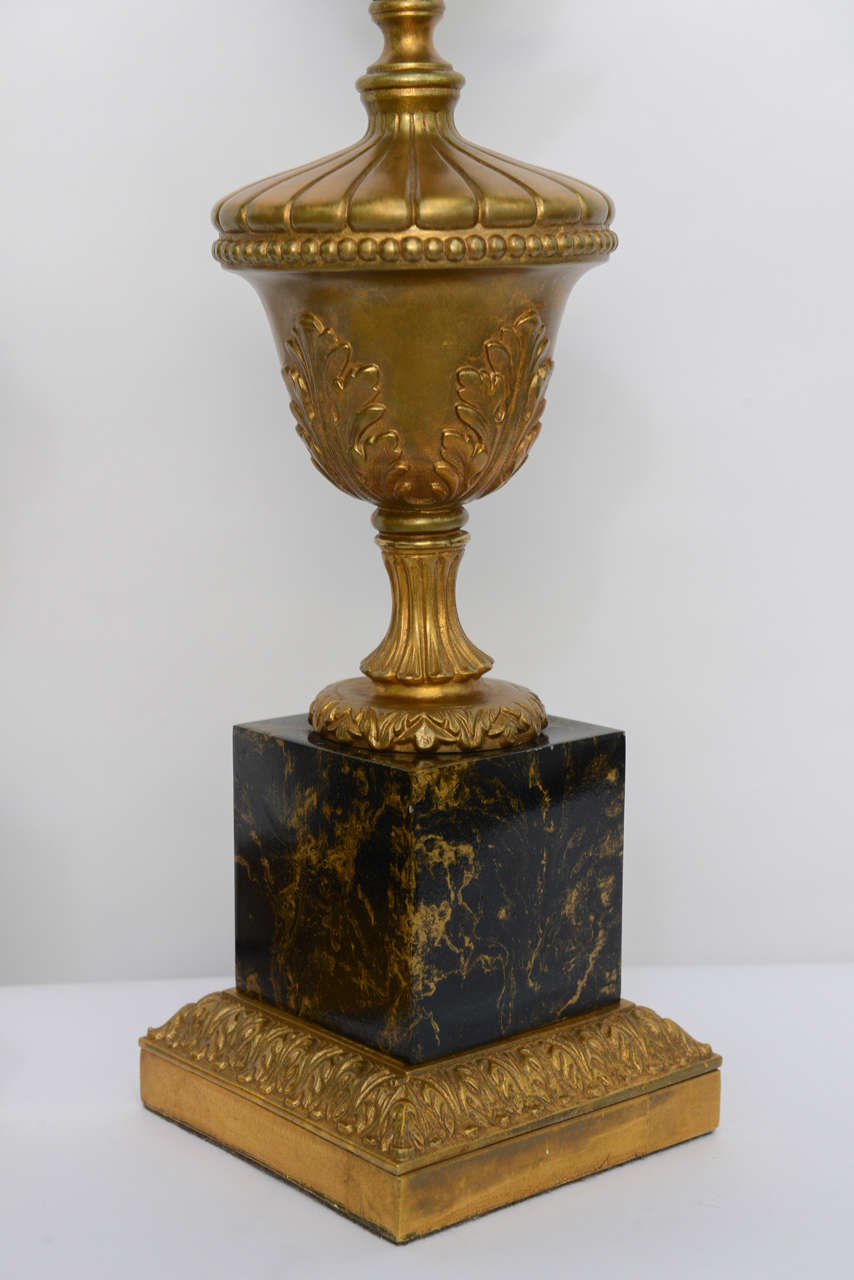 Pair of 1950s Modern Neoclassical Style Gilt and Faux Marble Table Lamps In Excellent Condition For Sale In Miami, FL