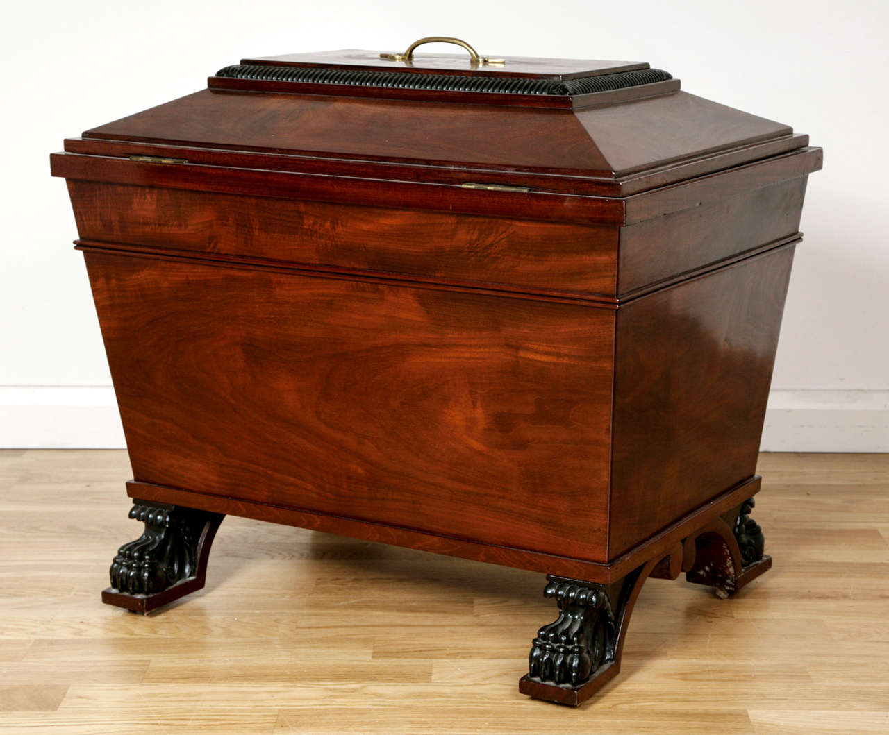 George IV Style Brass-Mounted Mahogany Wine Cooler In Excellent Condition For Sale In London, GB